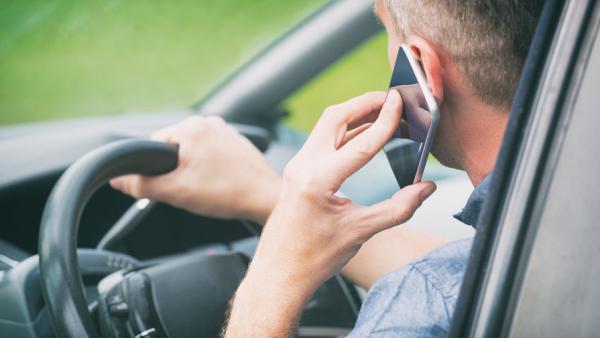 ГИБДД установит камеры для фиксации использования телефонов водителями