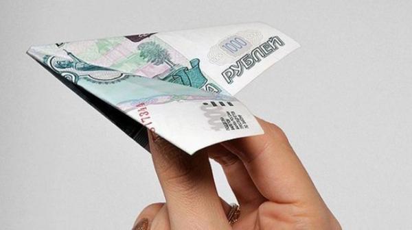 Эксперт предупредил, насколько будет девальвирован рубль ичем это грозит