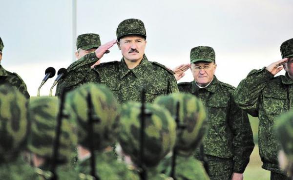 Карнавализация Белоруссии: Лукашенко переходит навоенные рельсы— интервью