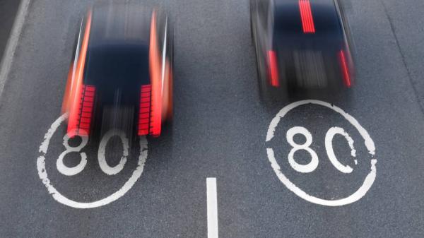 Обещания чиновников поднять скорость до 150км/ч на автотрассах встретило скепсис ученых, депутатов и ГИБДД