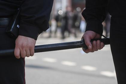 Россиянин пожаловался наизбивших его палкой, шваброй иуздой пьяных полицейских