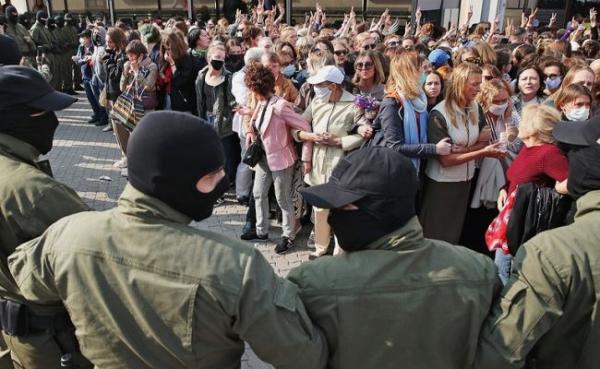 «Самый-самый женский марш» вМинске провалился— ОМОН задерживает участниц