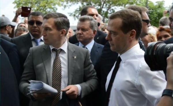 УМедведева появились деньги, «нораздавать онихсобирается неверно»