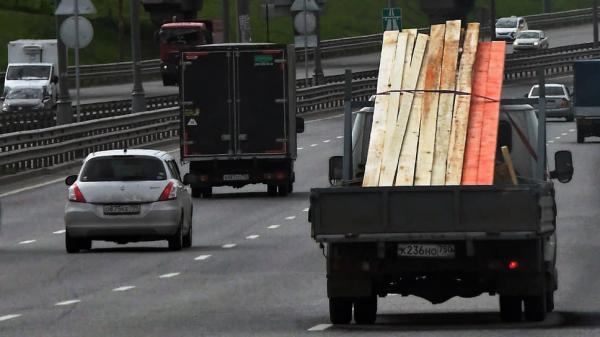 Столичная мэрия хочет убрать с дороги старые грузовики